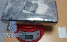 Desmantelan un punto de venta de cocaína en Almuñécar