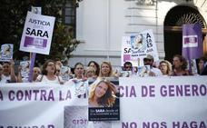 Familiares y amigos de la mujer fallecida en Norte presuntamente a manos de su expareja se concentran antes del juicio