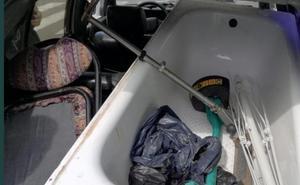 Conducía sin ITV, con un niño sin sujección y una bañera dentro del coche