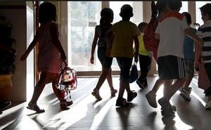 El clamor de una madre indignada: el colegio de su hija la castigó por no llevar pantalones cortos debajo del vestido