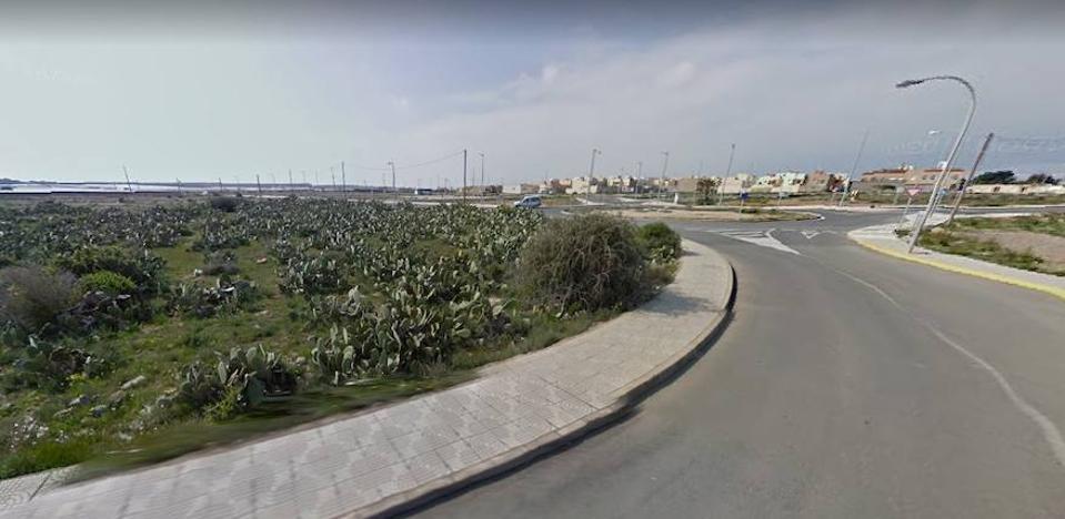 Cuatro heridos tras chocar contra un poste eléctrico en La Mojonera