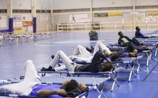 Motril tiene que abrir un pabellón para acoger otros 132 inmigrantes
