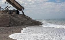 Las playas de Granada 'consiguen' cuatro banderas negras de Ecologistas en Acción
