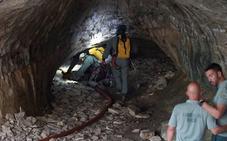 Encuentran a los 3 espeleólogos atrapados en una gruta en Teruel con síntomas de hipotermia