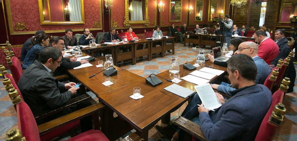 El Ayuntamiento de Granada recortará 5,5 millones en personal y contratos públicos para evitar la intervención