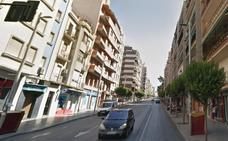 Afectado un policía local en un incendio de un piso en una céntrica vía de Jaén