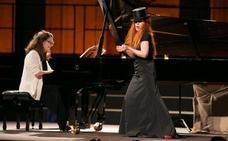 Música y humor en el recital de Petibon