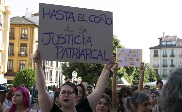 Protesta en Granada contra la puesta en libertad de las miembros de 'La Manada'