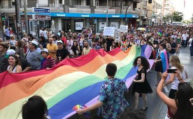 Más de 1.500 personas participan en la marcha por el Día del Orgullo LGTBIQ+ de Granada