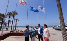 Torrenueva luce ya la primera de las dos banderas azules de la Costa