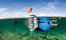 La máscara de buceo de Decathlon que todo el mundo quiere para este verano