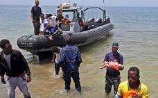 Un centenar de inmigrantes, entre ellos tres bebés, mueren al naufragar frente a Libia