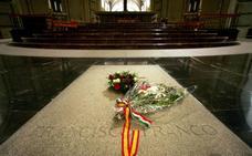 El Gobierno busca la fórmula jurídica para exhumar a Franco
