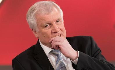 El ministro del Interior de Alemania quiere renunciar por sus diferencias con Merkel sobre la migración