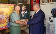 El general Marcos Llago visita la Hermandadde Antiguos Legionarios de Almería