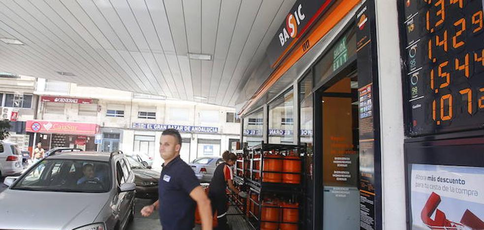 Los granadinos gastarán unos 78 euros más en repostar gasoil por la subida de los impuestos