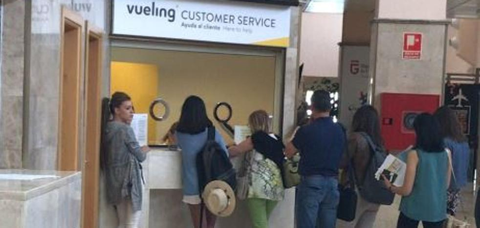 Vueling deja en tierra a 15 pasajeros de un vuelo Granada-Barcelona por overbooking
