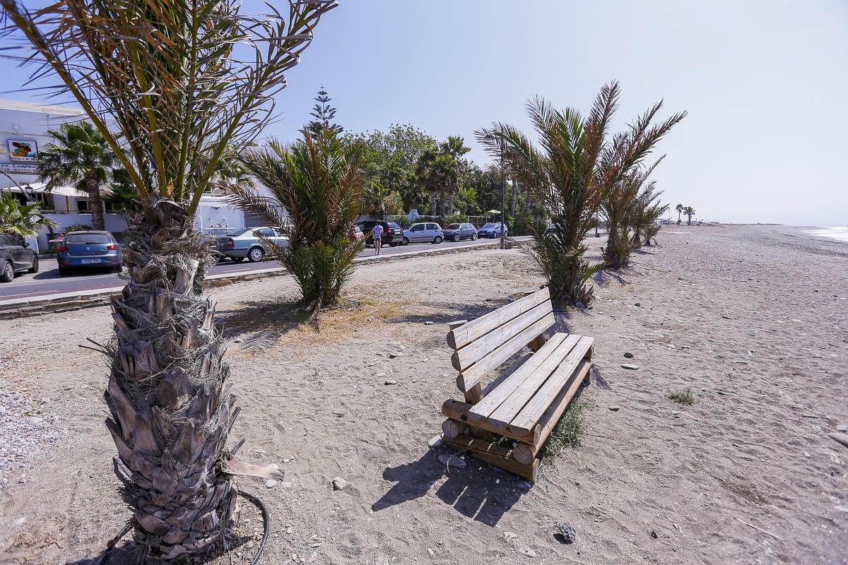 Todo lo que debes saber si quieres ir a la playa de Carchuna