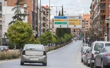 Cuatro heridos en un accidente entre dos turismos en Camino de Ronda en Granada