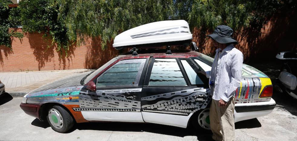 El hombre que lleva más de 10 años viviendo en Granada en un coche sin motor