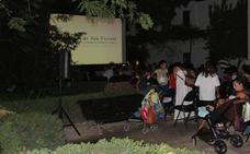 Vuelve el cine de verano gratis de la Huerta de San Vicente en Granada: estas son las ocho películas que proyectarán