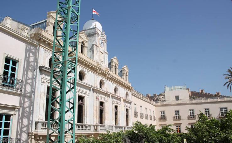 Las imágenes de las obras especiales para mejorar la fachada del viejo Ayuntamiento