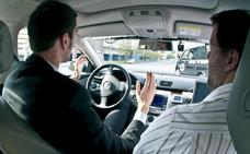 La Guardia Civil avisa de la multa de 100 euros si vas sentado así como copiloto