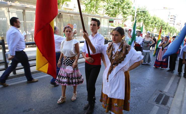 El pasacalles Folk del Mundo inunda de color y alegría la capital jienense