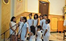 La iglesia de Gualchos sirve de marco para que el CEIP Sierra de Lújar celebre su fiesta fin de curso