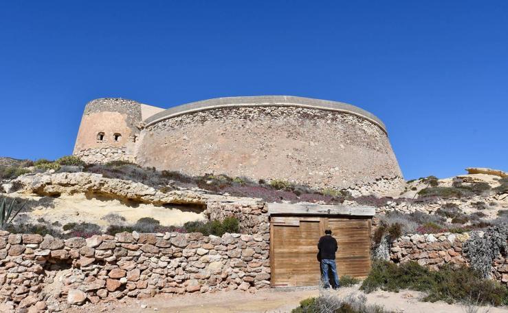 Las imágenes del Castillo de San Ramón, el inmueble que 'heredó' un bloque de vecinos de Cenes