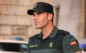 El agente de la Guardia Civil que desata pasiones en Twitter: «Quiero que me ponga una multa»