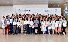 Tres estudiantes de la UGR reciben una beca de 'la Caixa' para cursar doctorados en universidades y centros de investigación de referencia de España