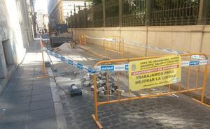 Estas cuatro famosas calles de Granada cambian sus pavimentos: todos los cortes de tráfico que te afectan