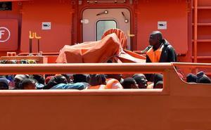 Rescatadas 98 personas de dos pateras en el Mar de Alborán y se buscan otras dos embarcaciones con 90 ocupantes