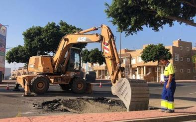 Inician las obras de la calle del gran socavón en Torrecárdenas