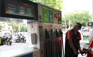 Las nuevas etiquetas que sustituyen a la gasolina 95, a la 98 y al diésel: estarán en las gasolineras y en tu coche
