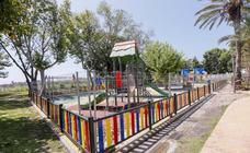 Los parques infantiles de Salobreña cerrados porque se hizo mal una obra