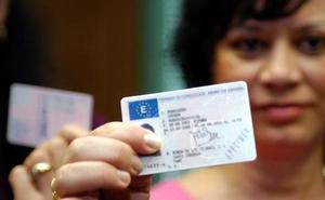 Serio aviso de la Policía sobre el carnet de conducir: te pueden multar con 200 euros