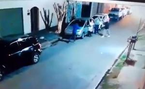 Un niño de 12 años defiende 'a palazos' a su abuelo del ataque de tres ladrones