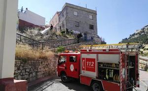 Limpian solares en Jaén para evitar incendios y plagas