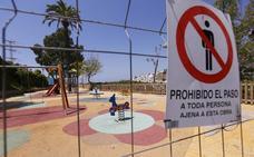Tres parques de Salobreña llevan cinco meses cerrados porque se hizo mal la obra