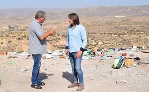 Cs tilda de «infrahumanas» las condiciones de vida en el barrio de Los Almendros de Almería
