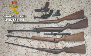 Intervienen en Almuñécar cuatro carabinas, dos pistolas y un revólver a un hombre de 70 años denunciado por amenazas de muerte