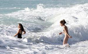Una ginecóloga alerta del riesgo de que las mujeres se dejen puesto el bañador mojado