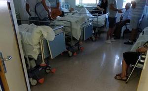 Denuncian las camas triples y el cierre de plantas en los hospitales de Jaén