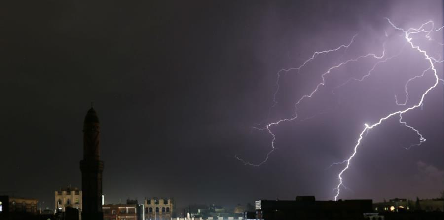 La AEMET avisa del fin de semana de tormentas y calor: el tiempo divide a España en dos