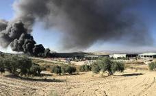 Incendio en la planta de reciclaje de Alhendín