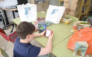 Los menores ingresados en el Complejo Hospitalario de Jaén disfrutan de 20 nuevas consolas