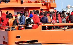 Pulso entre Salvini y Mattarella por la acogida a los inmigrantes