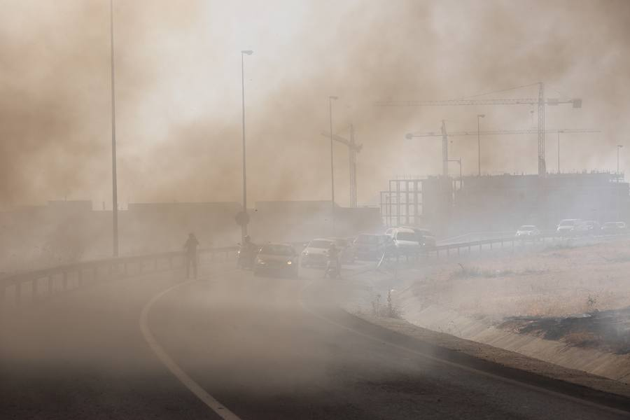 Las imágenes del incendio junto al Centro Comercial Nevada